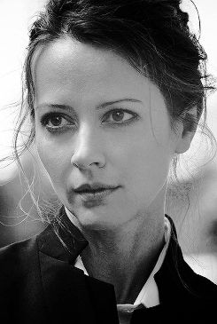 Amy Acker (December 5, 1976) American actress, o.a. known from the series 'Person of Interest'.