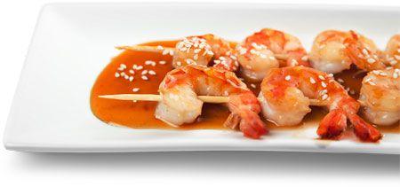 Met garnalenspiesjes kun je alle kanten uit. Lees hier het recept voor garnalenspiesjes op 3 manieren. Lekker pittig of op z'n Aziatisch met ketjap.