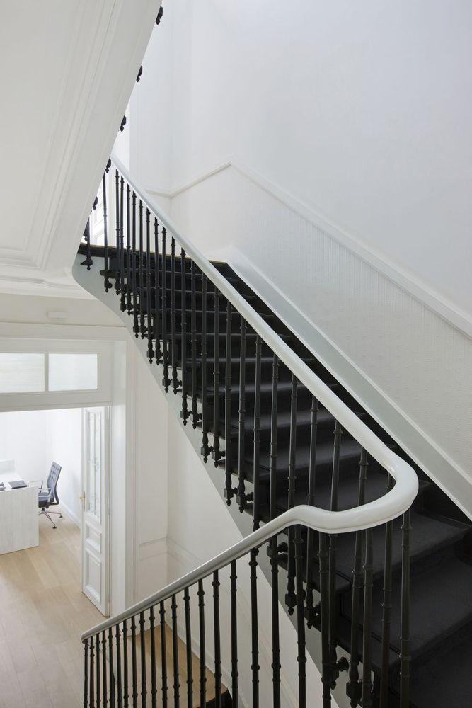 Architect Pieter Claerhout - houtwerk langs trap/muur