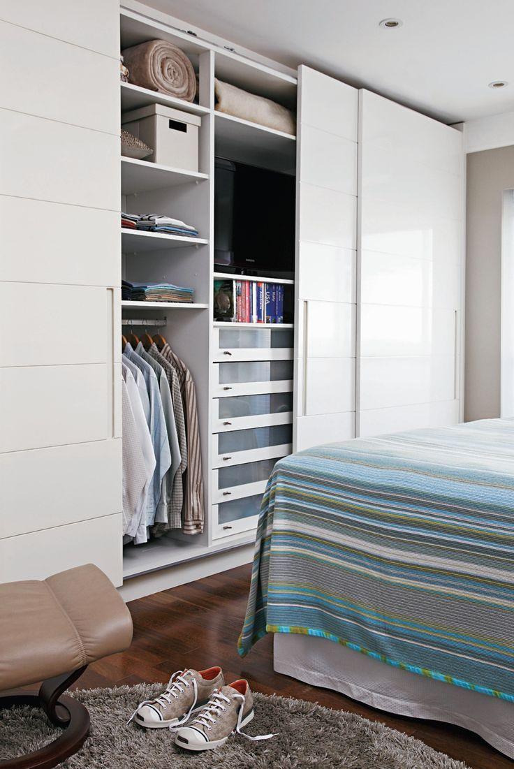 Наполнение шкафов-купе: фото с размерами и 75+ гармоничных интеграций в интерьер http://happymodern.ru/napolnenie-shkafov-kupe-foto-s-razmerami/ Спальный шкаф, в котором, так же, можно спрятать телевизор