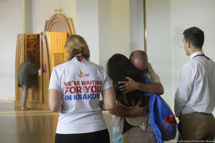 Najlepsze zdjęcia z wizyty papieża Franciszka w Polsce -  wzruszajaca spowiedz papieza