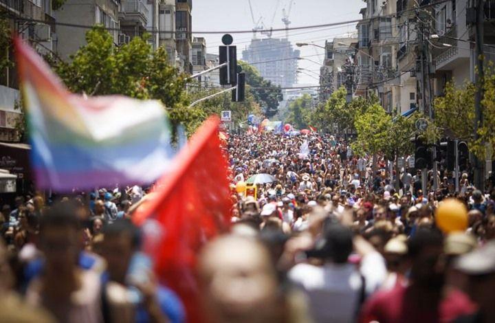 """بمشاركة عشرات الآلاف، انطلق """"موكب الفخر المثلي"""" السنوي؛ وهي مسيرة المثليين السنوية الأكبر في تاريخ مدينة """"تل أبيب"""" الإسرائيلية والعالم. يهود متطرفين وبعد تحضيرات دامت أكثر من شهر، استضافت """"تل أبيب""""؛ المدينة الإسرائيلية التي تشتهر باحتضانها للمجتمع المثلي، أكبر م"""