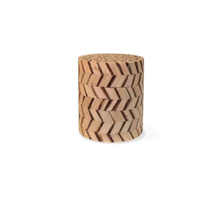 Předsíň STAR 2 patřící doKolekce nábytku STARzahrnuje ručně vyráběný masivní nábytek z koloniálního dřeva MINDI hrubé kresby. Je vhodný do moderního i do rustikálnějšího prostoru, který potřebuje oživení.