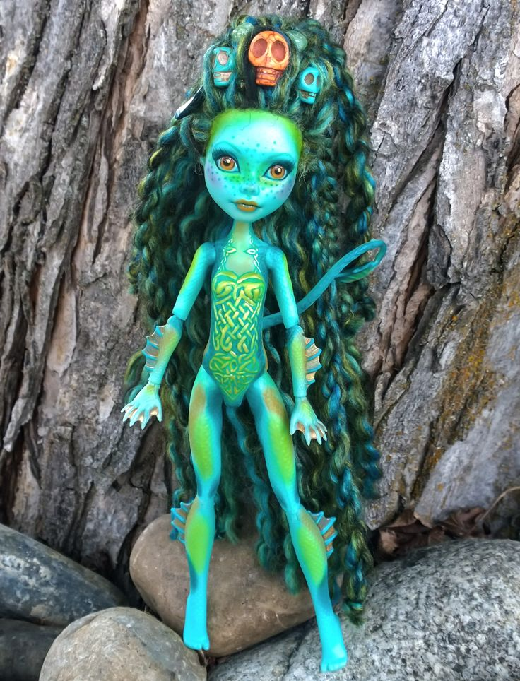 """""""Neries"""" Custom OOAK monster high Lorna McNessie repaint by @LadySpoonArt. She is available for purchase in my store. http://ladyspoonart.bigcartel.com/product/neries #lornamcnessie #neries #celticknot #celtic #lochness #lochnessmonster #irish #seamonster #monsterhigh #custommonsterhighdoll #custommonsterhigh #ooakmonsterhigh #ooakdoll #artdoll #monsterhighdoll #rerroot  #faceup #monsterhighreroot #monsterhighrepaint #monsterhighfaceup #growndaughterswithdolls〶〰〰紳"""