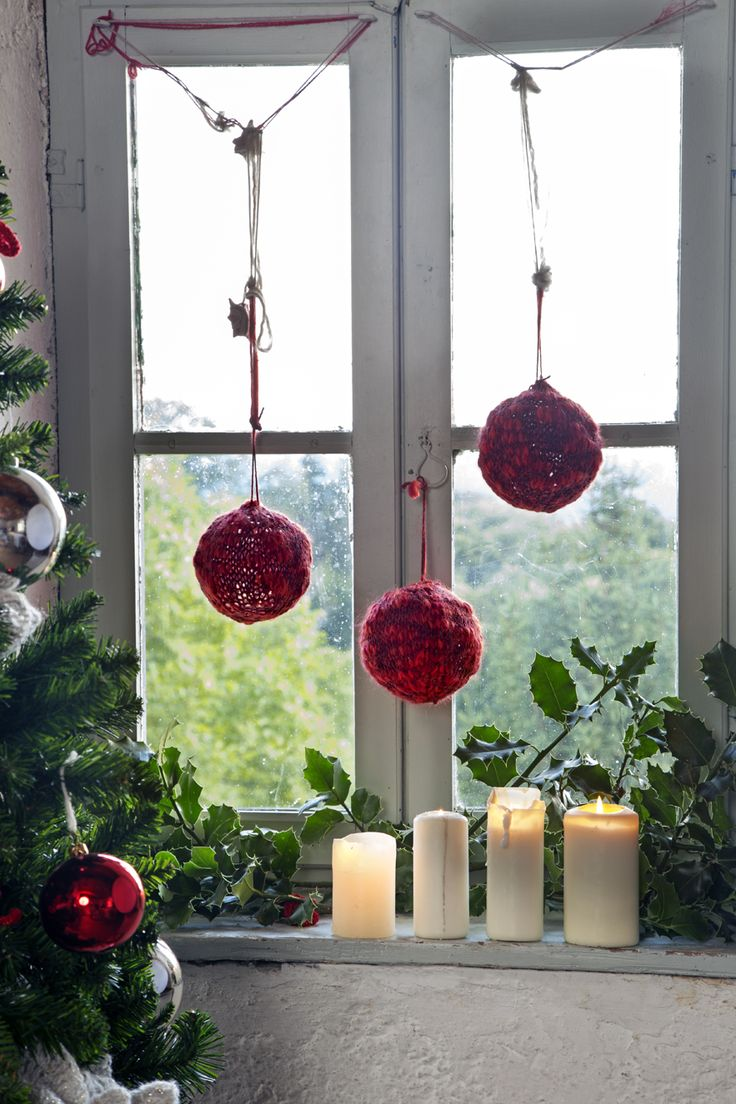 Christmas is magic #candles #red #balls #mondialtricot #yarns