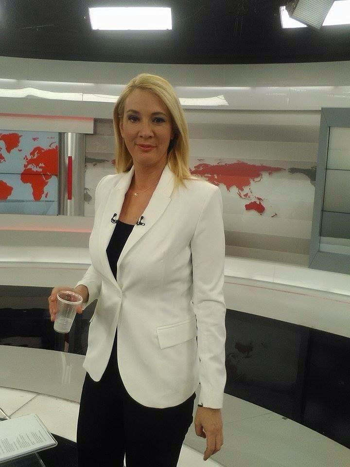 Η Μαρία Νικότσιου με πάντα chic εμφανίσεις στο Δελτίο ειδήσεων του Alpha! @desireefashion
