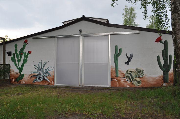 Gevelschildering: cactussen en kauw. Door Andrea Haandrikman, 2015. Acrylverf op ruw stucwerk.