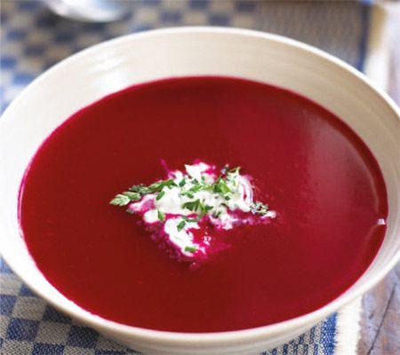 Supă-cremă de sfeclă roșie cu mere