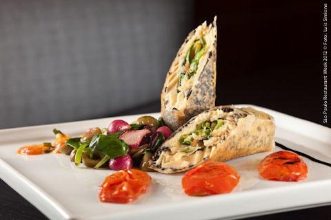 Tarsila (jantar)    Filé de truta recheado com legumes ao molho provençal, acompanhado de espinafre salteado