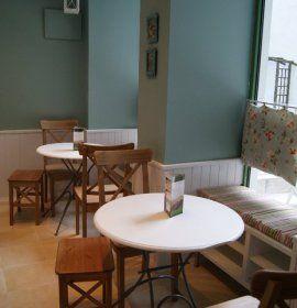 Mamy Cafe, to miejsce przyjazne dzieciom. Kawiarnia zlokalizowana w zacisznym podworcu, przy ul. Sławkowskiej 20 lokal, stworzona została specjalnie z myślą o matkach z dziećmi.