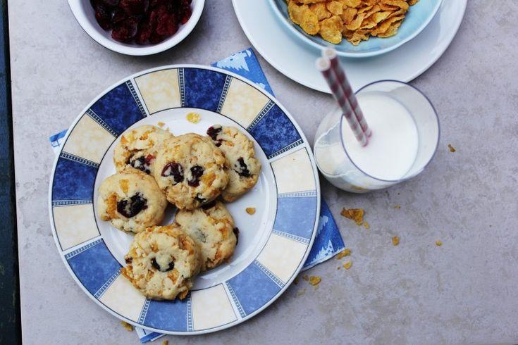 Υποδεχόμαστε το Σαββατοκύριακο με μια εύκολη συνταγή για τραγανά cookies με σταφίδες και κορν...