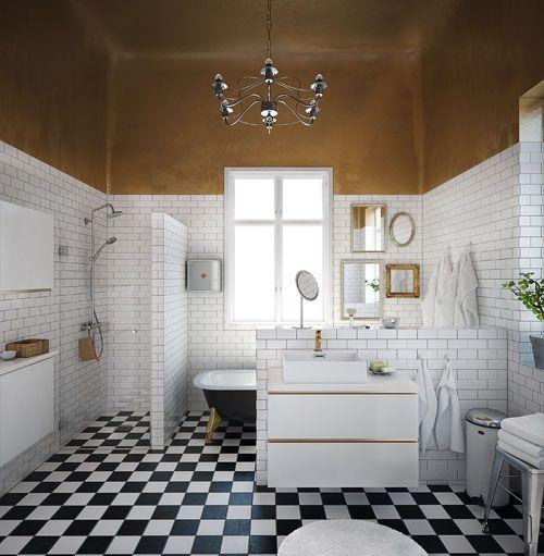 Badrum med guldkant. Tak målat med guldfärg!