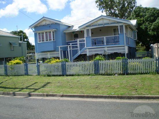 An old queenslander house by travelpod member johnandannie for Queenslander exterior colour schemes