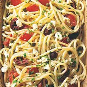 Spaghetti With Tomatos, Black Olives, Garlic And Feta Cheese