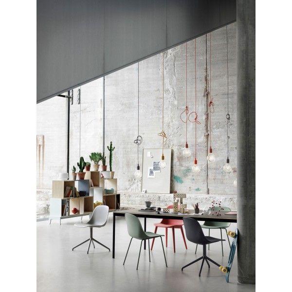 #Muuto heeft een nieuwe collectie uitgebracht met #accessoires #tafels en #stoelen! Een nieuwe collectie van de Fiber stoelen met leuning, zonder leuning, met houten poten of stalen poten. In allerlei verschillende kleuren verkrijgbaar bij #Flindersdesign #woonkamer #eetkamer #design