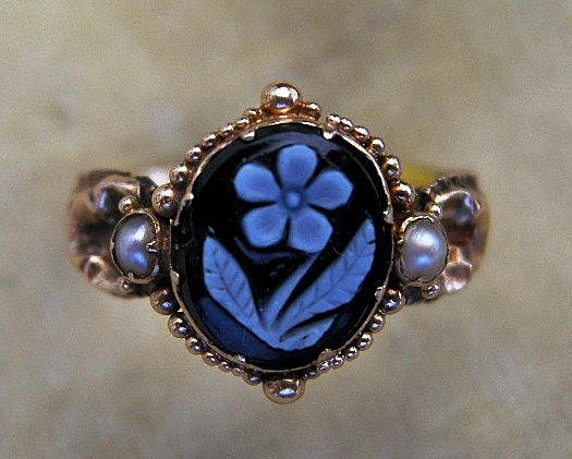 An 1830s 15 ct Gold Forget-Me-Not Mourning Ring. Circa 1835.