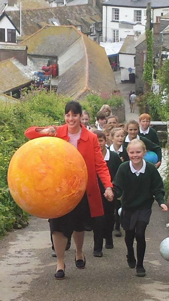 Doc Martin Series 7: A little ray of sunshine  //  Caroline Catz with Portwenn school children on Roscarrock Hill  //  Filming Doc Martin S7 - May 22, 2015