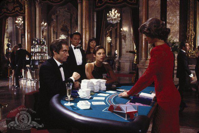 Still of Carey Lowell, Talisa Soto, Timothy Dalton and Cary-Hiroyuki Tagawa in Licence to Kill (1989)