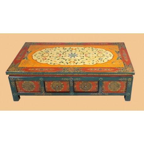 Table basse tibétaine avec 4 tiroirs traversants. Dim : L134 x P73 x H40 cm. Origine : TIBET. Frais ecotax inclus. Commande sur mesure. Rêve d'Asie. Suisse.