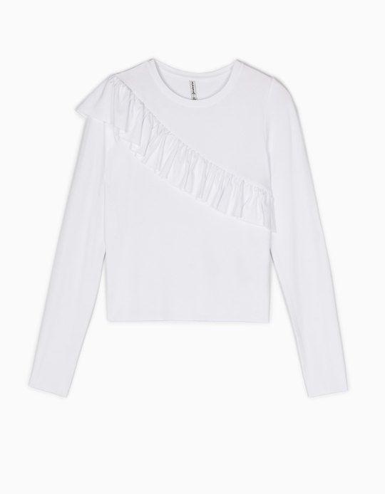 En Stradivarius encontrarás 1 Camiseta volantes para mujer por sólo 12.95 € . Entra ahora y descúbrelo junto con más CAMISETAS.