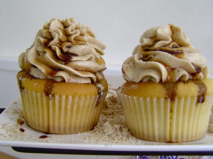 Les presentamos las cupcakes en honor a nuestro maravilloso archipielago, las Islas Canarias. Ya se podrán imaginar a que saben...    son de ¡¡GOFIO CON MIEL DE PALMA!!