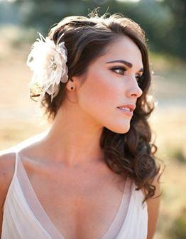 #novias peinado semi-suelto? agrega un tocado a un lado.