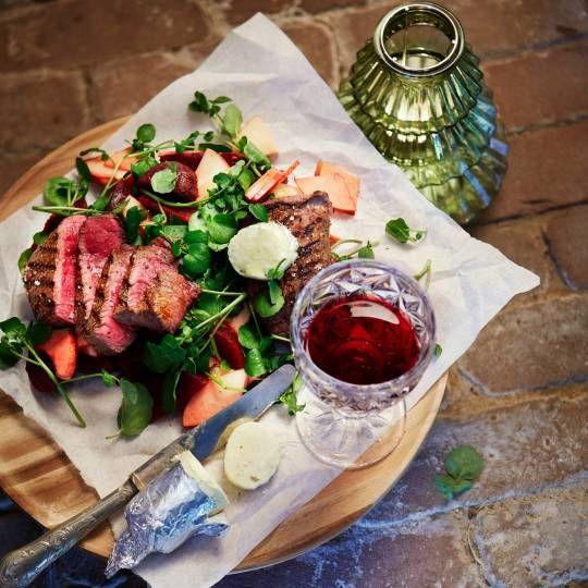 Gegrilde biefstuk met fruitige bietensalade