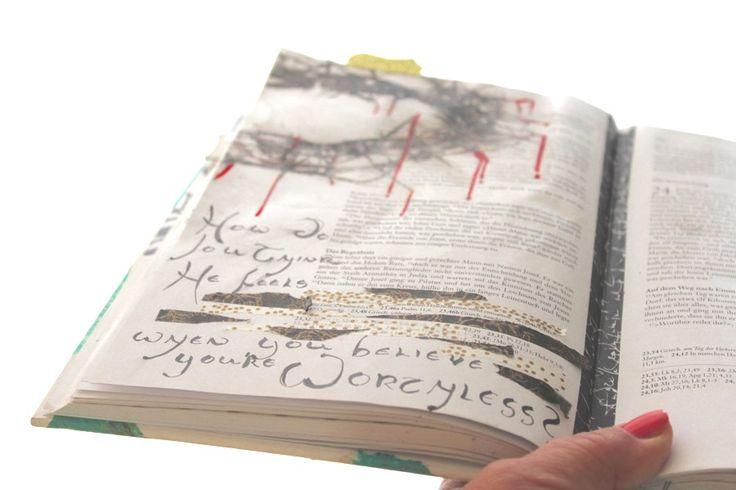 Bible Art Journaling zum Karfreitag HOW DO YOU THINK HE FEELS, WHEN YOU BELIEVE YOU´RE WORTHLESS ?  WAS MEINSTDU, WIE ER SICH FÜHLT, WENN DU GLAUBST,DU SEIST WERTLOS?