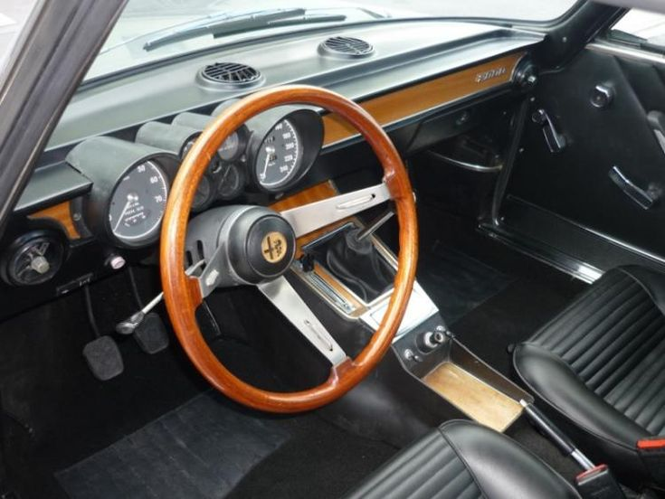 Alfa Romeo GT 2000 Veloce 1973 - Import from Rome from first owner - import Italy (2010 - M47278) #alfaromeo #veloce #classiccar #oldtimer #carrelation #interior