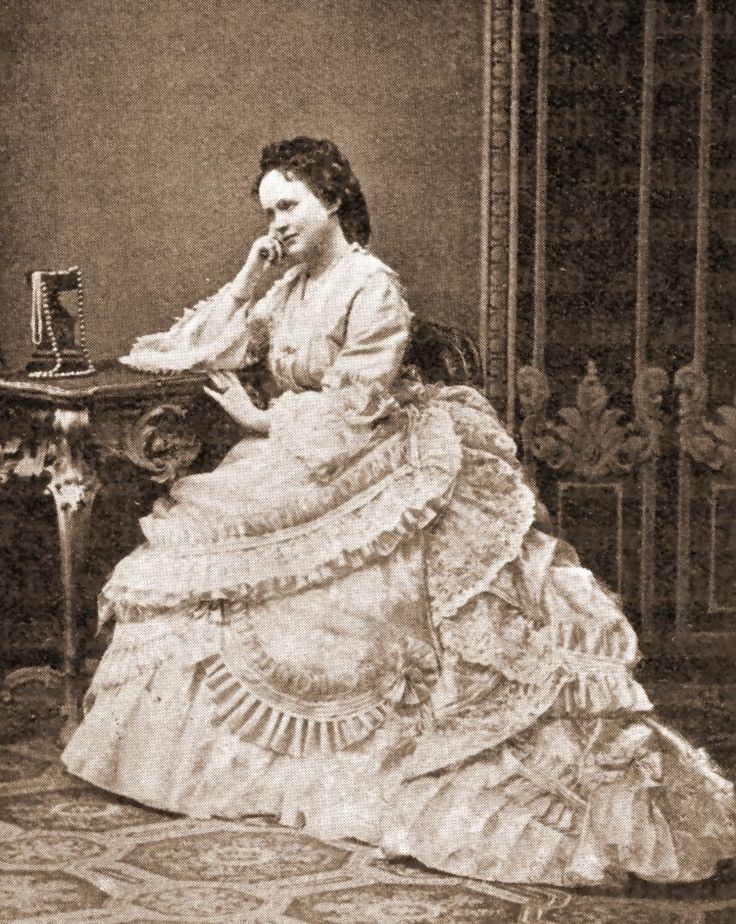 Queen Elisaveta of Romania nee Pss of Wied and also known as Carmen Sylva, her artistic Pseudonym. Mids 1870s.