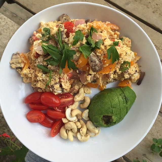 Eat fats to get lean. Think outside the cereal box at breakfast and make it #LeanIn15. Fats fuel your body for longer than any cereal ever will and you won't be craving more junk in an hours time! #leanin15 #Nutrition #Breakfast #fatsMe