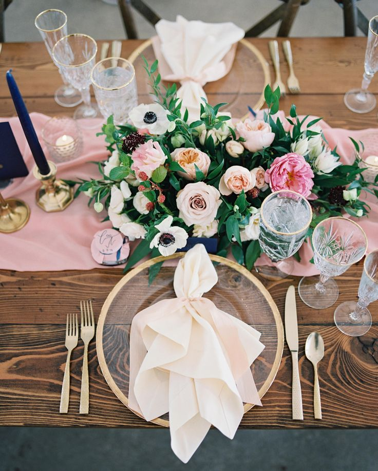La Tavola Fine Linen Rental: Nuovo Ivory Napkins | Photography: Jeremiah and Rachel Photography, Event Design: Goldfinch Events & Design, Floral Design: Mums Floral Design, Rentals: The Party Store, Tabletop Rentals: The Top Collection