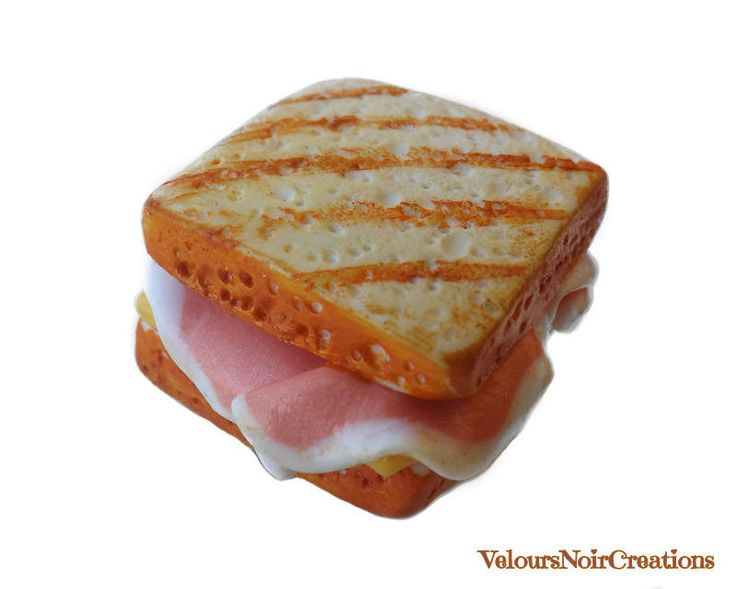 Magnet toast with ham and cheese created by hand in polymer clay without the use of molds, ideal to stick to the fridge or collectibles, attention to detail, very realistic.