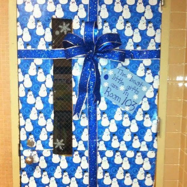 Las navidad es una gran oportunidad para decorar la puerta for Puertas decoradas de navidad para preescolar