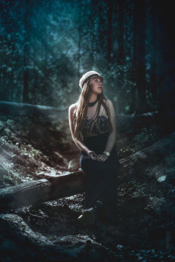Iiris - Ylioppilaskuvaus, kuvaus ja kuvankäsittely Mika Tervaskangas / Therwiz Design. #ylioppilaskuva #yokuva #kuva #photoshop #photomanipulation #photo #kuvankäsittely #forest #fantasia #TherwizDesign #Therwiz #MikaTervaskangas