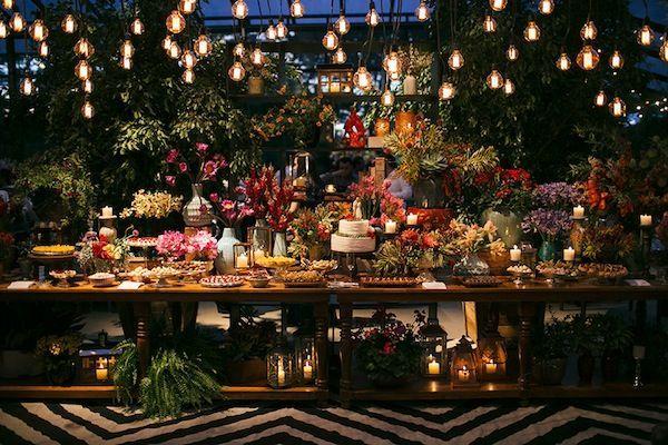 10 Mesas de Bolo para Casamento Rústico Casamento Rústico veio pra ficar! E a parte mais legal esse estilo é que você pode colocar a mão na massa na decoração! E para inspirar vocês selecionamos 10 mesas de bolos lindas para Casamento Rústico!