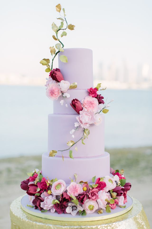 20 Fancy Floral Wedding Cakes | SouthBound Bride | Credit: Joem Aldea/Bride Club Me/Jive Events/Gourmelicious via Burnett's Boards