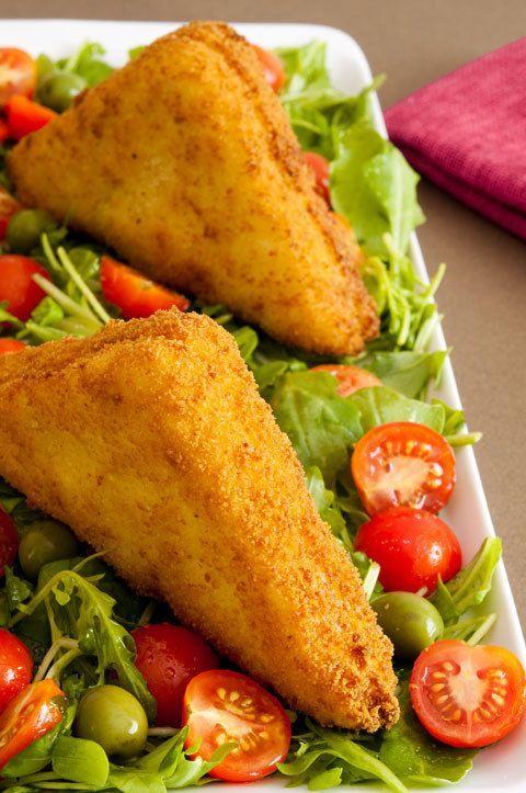 Emparedados rebozados con jamón y queso. | 16 Deliciosas recetas de sándwiches tan fáciles que no te lo vas a creer