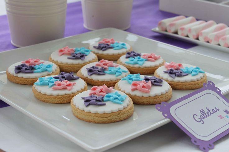 Galletas de molinillos/Pinwheel cookies: Mesa dulce para comunión de niña con temática de molinillos - Pinwheel themed sweet table for a girl's party