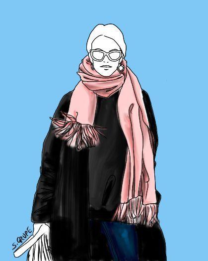 Der rosa Schal ist das Highlight des Outfits und zieht den Blick vom Gesicht - vorbei an einem kleinen Bäuchlein - direkt nach unten.