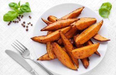 Jaja, goed nieuws: niet alle frieten zijn slecht! Sterker nog, dit recept is super gezond! Dit onder andere omdat zoete aardappel boordevol vezels zit.