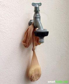 Eine Nylonstrumpfhose mit Laufmasche muss nicht im Mülleimer landen. Sie kann noch gute Dienste im Garten, zum Fensterputzen und beim Fotografieren leisten!