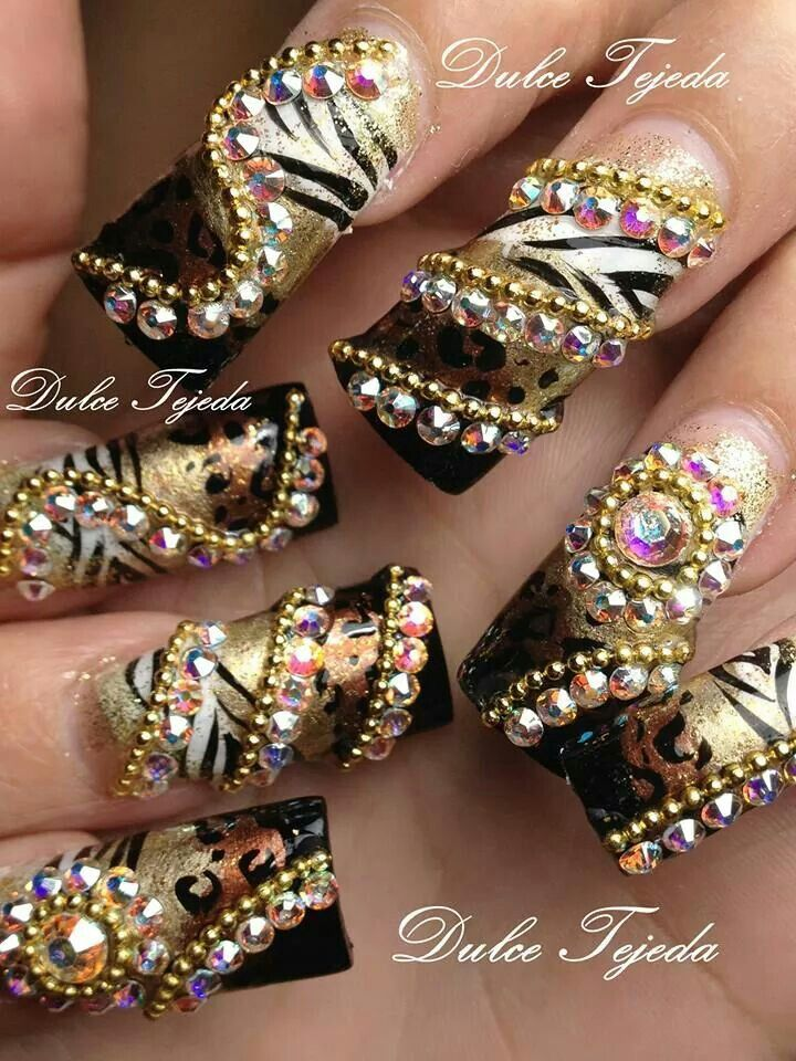 Sinaloa style nails. Dorado con negro y cebra. Uñas Estilo Sinaloa Buchonas.