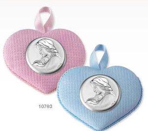 Medalion z pozytywką ozdobiony srebrnym emblematem przedstawiającym Matkę Boską z dzieciątkiem, idealny na prezent z okazji Chrztu. #dla_dziecka #upominek #urodziny