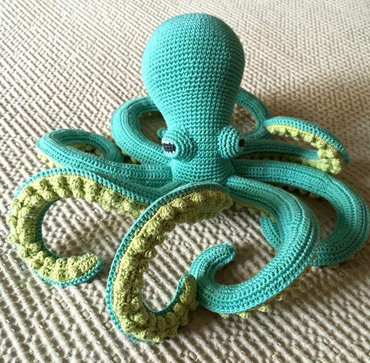Octopus. Pattern by Vanessa Mooncie. Handmade by micacrochet
