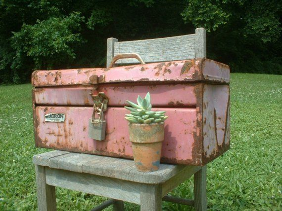 For the handy girl....old pink tool chest: Rusty Pink, Tools Boxes, Paintings Metals, Pink Boxes, Metals Tools, Pink Toolbox, Pink Houses, Pink Tools, Pink Paintings