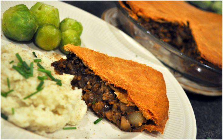 Une recette de tourtière aux lentilles, champignons et légumes (végétalienne et sans gluten). Parfaite pour un menu des Fêtes sans viande/produits laitiers!