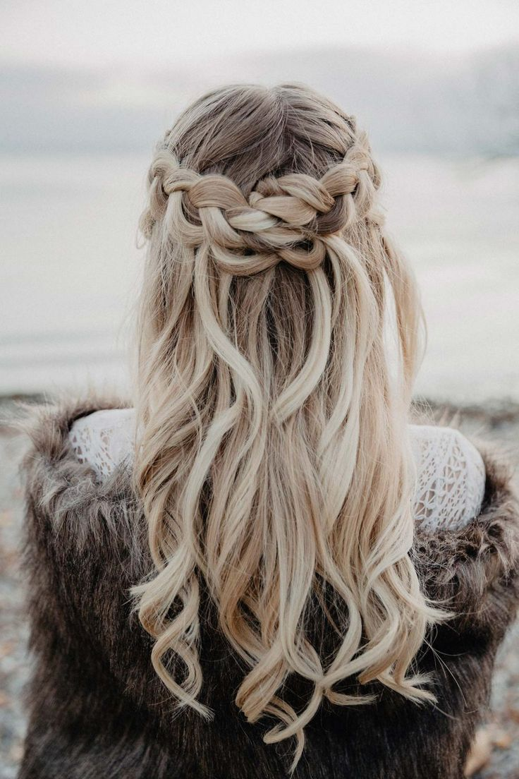 #bodensee #prettyhairstyles #vikings #winter wedding love The Vikings winter wedding love at Lake Constance Photography: Mona & Reiner Photography