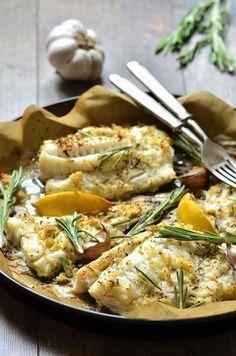 Deze schotel van witvis uit de oven is een lekker licht gerecht. Ook lekker voor de lunch. In de oven klaar gemaakt betekend lekker makkelijk. Als het in de oven staat heb je tijd voor andere dingen.