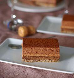 Entremets croustillants aux deux mousses au chocolat - Recettes de cuisine Ôdélices